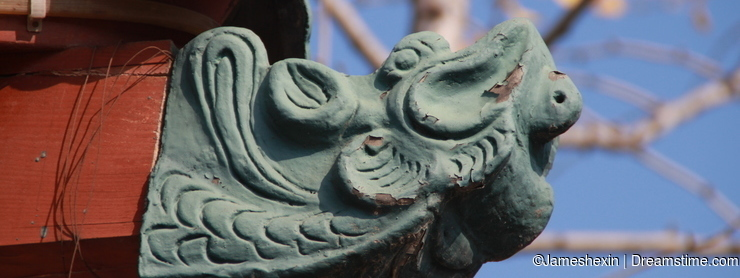 building , Oriental architecture , South Korea, constuction details , The Chinese dragon stone carving on the eaves