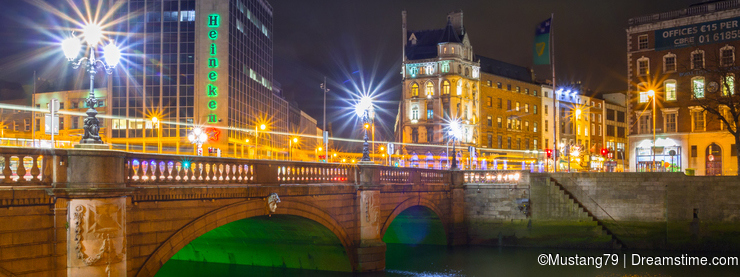 OConnell bridge in Dublin at night