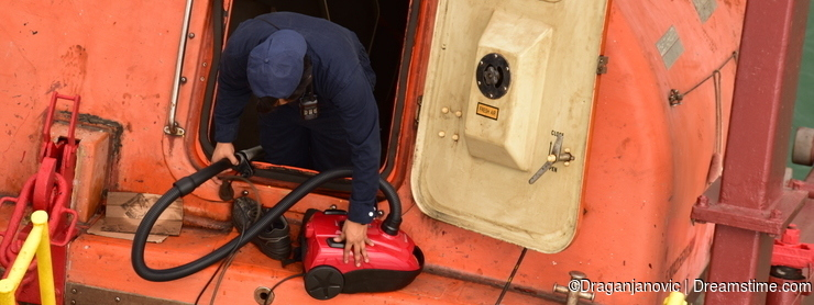 Cleaning the life boat with vacuum cleaner - funny