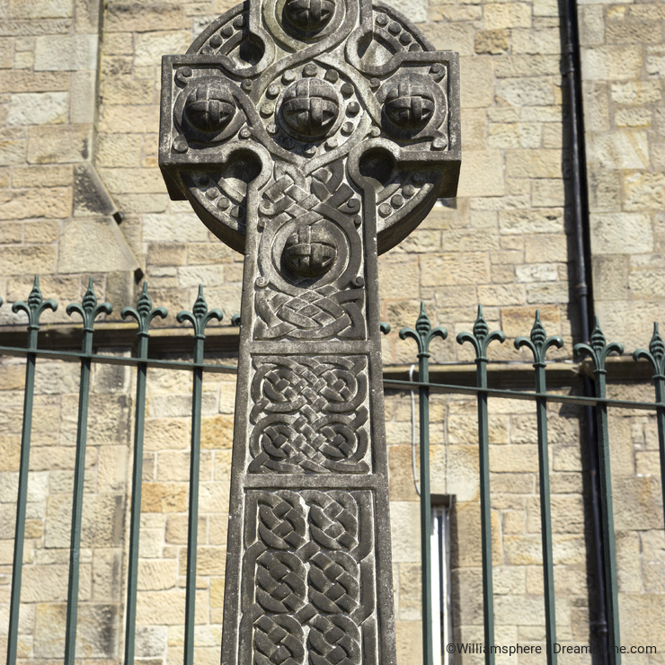 Celtic cross with woven spheres - Scotland