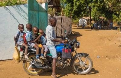 "School ""bus"" Kenyan style"