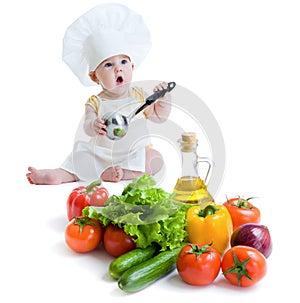 Das Baby, das gesunde Nahrung zubereitet, trennte