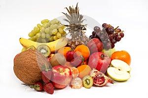 Früchte auf Weiß