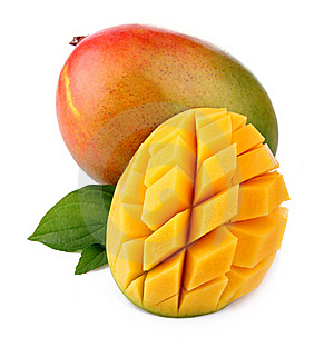 Frische Mangofruchtfrucht mit Schnitt und grünen Blättern