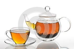 Teekanne und Cup mit grünem Tee