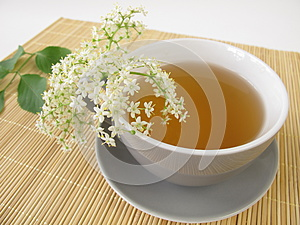 White tea with elderflower