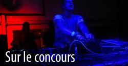 Bonheur de musique, éloge DJ, lumières bleues et rouges de boîte de nuit - DJ Cazanova