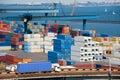Åka lastbil transportbehållaren för att warehouse nära havet Royaltyfria Bilder