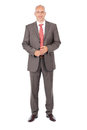 überzeugter geschäftsmann standing over white hintergrund Lizenzfreie Stockfotos