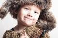śmieszny uśmiechnięty dziecko w futerka hat fashion winter style little chłopiec Fotografia Stock