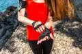 αθ ήτρια που βάζει στα γάντια Στοκ εικόνες με δικαίωμα ελεύθερης χρήσης