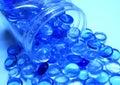 μπλε φωτεινό σαφές χύσιμο αντικειμένων Στοκ Εικόνες