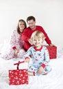 οικογενειακό πρωί Χριστ&o Στοκ Εικόνες