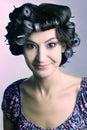 Τρίχωμα-ρόλερ γυναικών τρίχωμα-κυλίνδρων hairstyle Στοκ φωτογραφία με δικαίωμα ελεύθερης χρήσης