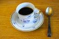 φ υτζάνι πορσε άνης με τον καφέ και ένα ασημένιο κουτά ι Στοκ Φωτογραφίες