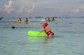 Люди kayaking и snorkeling в море Andaman Стоковое фото RF