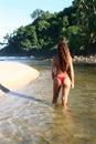 пляж наслаждаясь secluded женщиной Стоковое фото RF
