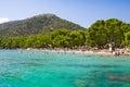 пристаньте горный ви к берегу во ы бирюзы за ива моря cala pi de ла posada Стоковые Фото