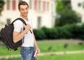 путешествовать сту ент с рюкзаком и книгой Стоковое Фото