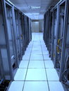старый шкаф центра  анных с  евой стороной за кабе ями Стоковые Изображения RF