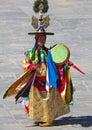 танцор барабанчика в его костюме на фестива е wangdue tshechu Стоковые Фотографии RF