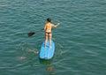 一口,在海 的桨海浪 免版税图库摄影