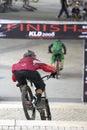 下坡自行车竟赛者 库存图片