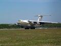 乌克兰空军队il md在跑道的航行器着陆 免版税库存照片