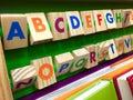 五颜六色的木立方体的字母表 库存图片