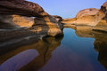 人惊讶岩石在湄公河 库存图片