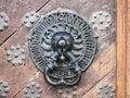 伟大的市政厅lionhead通道门环 库存图片
