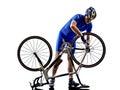 修理自行车剪影的骑自行车者 库存图片