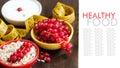健康早餐用新鲜的酸奶和莓果 库存照片