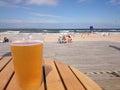 冰镇啤酒在一热的天 库存照片
