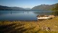 划艇shoreline湖quinault奥林匹克国家森林 库存照片