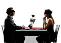 合恋人由别人安排的男女初次会面约会晚餐剪影 免版税库存图片