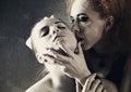 吸血鬼的亲 。 免版税库存照片