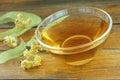 在一个 璃杯子的菩提树茶 免版税库存图片