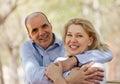 在室外的爱的成熟夫妇 库存图片