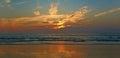在日落的光亮的天空。 免版税库存图片