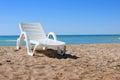 在沙子的海滩睡椅 库存照片