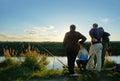 在渔的体育竞赛在捉住鲤鱼和鲟鱼,湖的渔夫 免版税库存照片