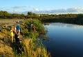 在渔的体育竞赛在捉住鲤鱼和鲟鱼,湖的渔夫 图库摄影