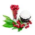 在罐的浆果和樱桃果酱 库存照片