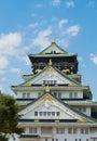 在 朗的蓝天的大阪城堡 免版税库存照片