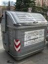 垃圾容器、plasti的加工业和分 免版税库存照片