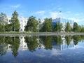 城市街道nadym河nadym 在散步的办公楼 库存图片
