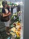 妇女  尊敬新加坡, 由于病症 龄 的李光耀已故的前 理,新加坡 月 日  免版税库存图片