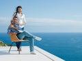 愉快的  浪漫夫妇获得乐趣放松 免版税库存图片