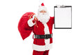 拿着剪 板的圣诞老人 免版税库存照片